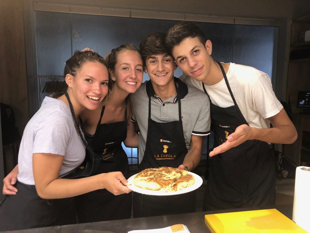 SYA Spain Summer students take cooking class